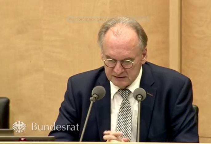 Bundesratspräsident Dr. Reiner Haseloff eröffnet die Sondersitzung des Bundesrates